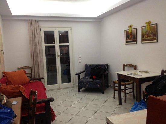 Alexandros Studio Apartments: spacious living area
