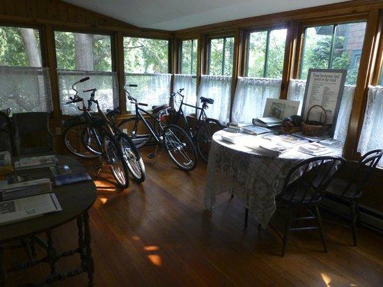 Arbor House, An Environmental Inn : Porch