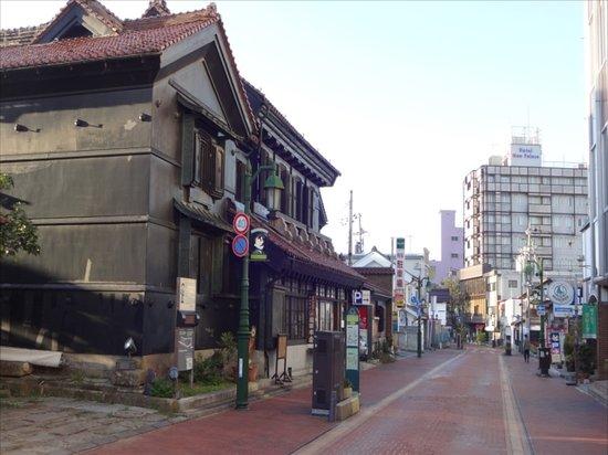Hotel New Palace: 周辺には歴史的な建造物が点在(ホテルは右寄り)