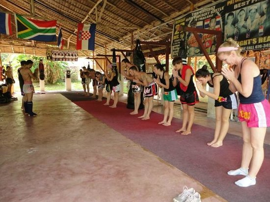 Emerald Gym Muay Thai & Fitness : Wai at the en of the training