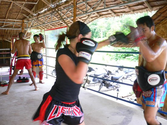 Emerald Gym Muay Thai & Fitness : on the pads