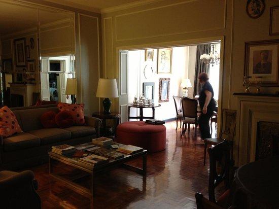 B&B Plaza Italia: Living/dining room