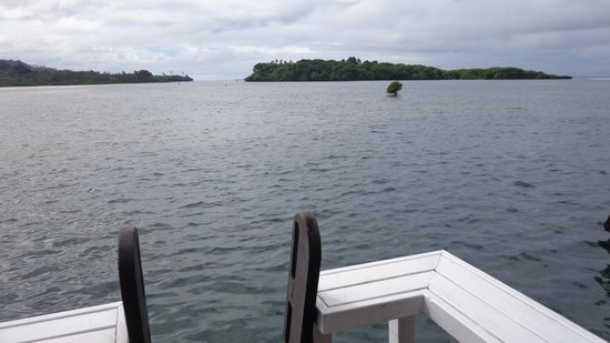 Koro Sun Resort and Rainforest Spa : View out to Bat Island