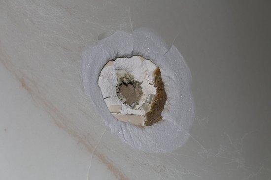 Pan American Inn & Suites: Bullet hole exit in shower