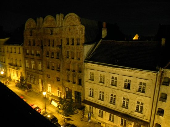 Spichrz Hotel: View of old town treet from room