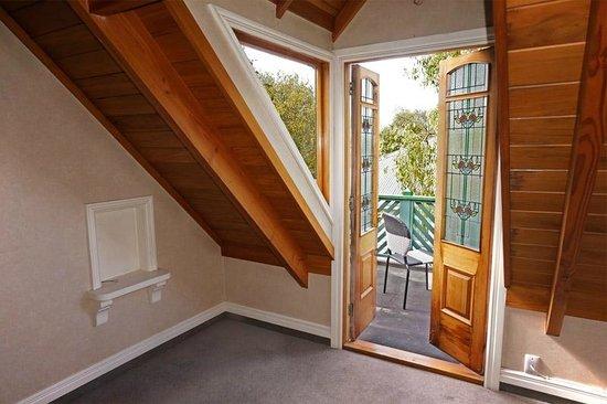 Gingerbread Lodge Bed & Breakfast: Luxury king room