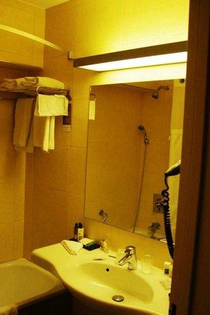Leopold Hotel Antwerp: bath
