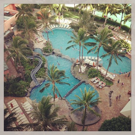 Sheraton Waikiki: View of pool from Malia Suite late afternoon
