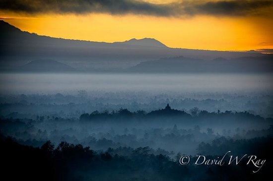Magelang, Indonesia: Sunrise over Borobudur from Punthuk Setumbu hilltop