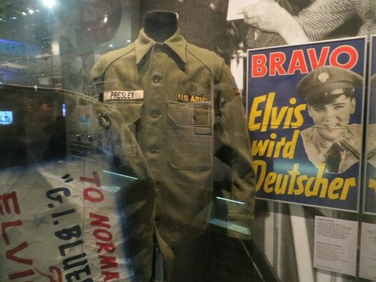 German National Museum of Contemporary History : Elvis Presley's US Army uniform & other artifacts from his stint in Germany