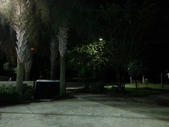Holiday Inn Express Jacksonville South I-295: GROUNDS AT NIGHT