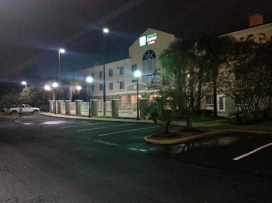Holiday Inn Express Jacksonville South I-295: Hotel at night