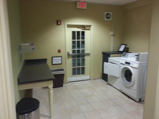 Holiday Inn Express Jacksonville South I-295: Laundry room