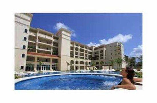 The Landmark Resort of Cozumel: Pool