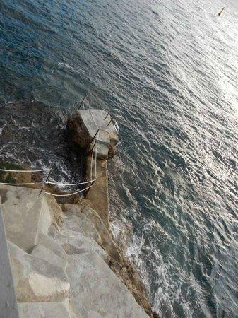 Hotel Luna Convento: Ladder to sea