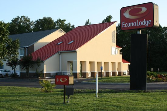 Econo Lodge Inn & Suites Carrollton Smithfield: Front View (Newly Renovated)
