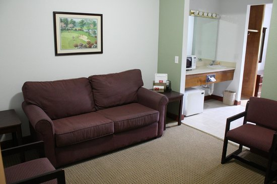 Econo Lodge Inn & Suites Carrollton Smithfield: Queen Suite Living Room (Newly Renovated)