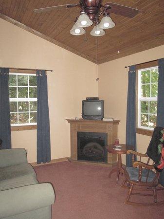 Big Pine Retreat : Interior is elegant and comfortable.