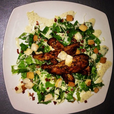 Shots Sports Bar: César Salad with Chicken