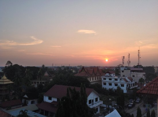 Royal Crown Hotel: Siem Reap sunset from the hotel's rooftop bar