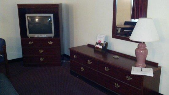 Econo Lodge Inn & Suites Carrollton Smithfield: Guest Room