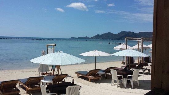 Chaweng Chalet Resort: Når man sitter på resturanten ser man dette. Vakkert