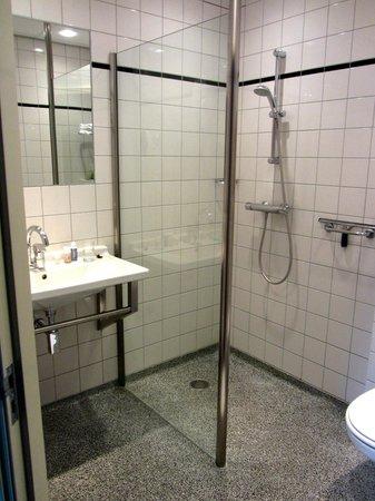 The Bridge Hotel: Bathroom