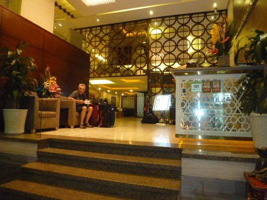 Rising Dragon Palace Hotel: Lobby
