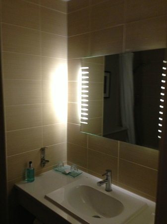 Clarion Collection Hotel St. Albans: Bathroom