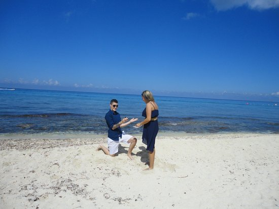 Carlo's N Charlie's Beach Club: engagement suprprise