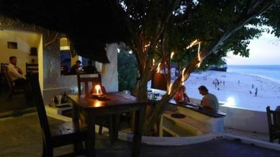 Red Monkey Beach Lodge : Evening Sundowners at the Tree Bar