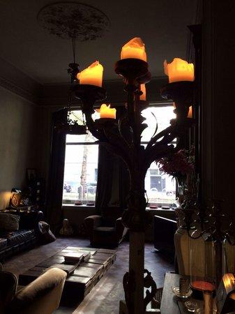 Boulevard Leopold Bed & Breakfast: Beaucoup de bougies qui donnent une atmosphère cosy