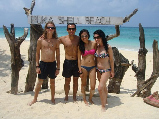 Frendz Resort Boracay: fellow guests at Frendz, went together to Puka Beach