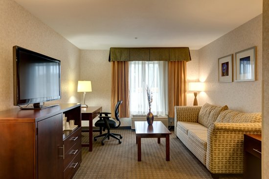 Comfort Inn & Suites Portland International Airport: King Suite