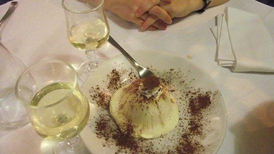 Ristorante Pizzeria Il Mulino: Lemon cake, white wine