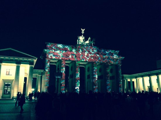 Hotel Adlon Kempinski : Brandenburg Gate projected art show...