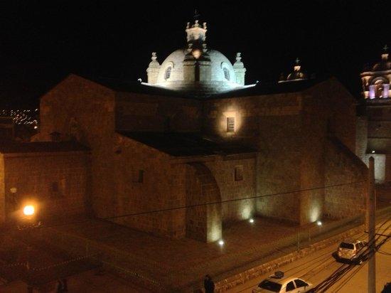 Hotel Conde de Lemos: Vista desde la habitacion de noche
