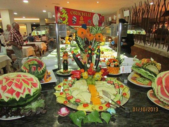 Alua Hawaii Mallorca & Suites : Cheese & fruit