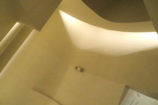 Pasadena Museum of California Art (PMCA): the walls and ceiling above the stairwell