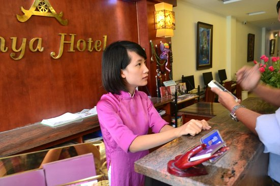 Hanoi Sky Hotel: The very friendly staff