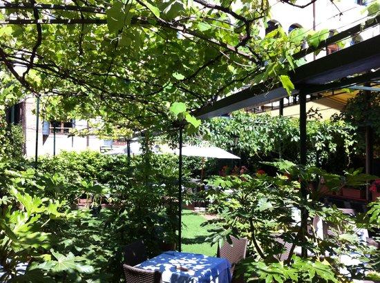 Ristorante Al Giardinetto da Severino: Scorcio del giardino interno