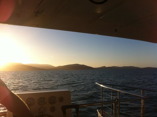 Sundowner Sunset Cruises: Awesome sunset on the Sundowner