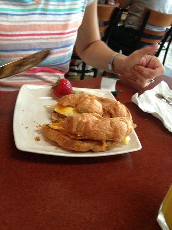 Glacier Rock Restaurant: Croissant