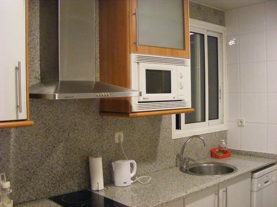 Apartaments Marina: Fully equipped kitchen