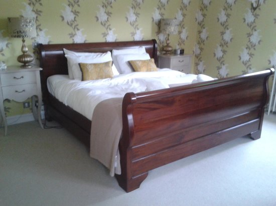 The White Hart Hotel : sleigh bed
