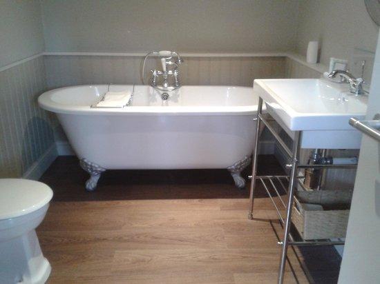 The White Hart Hotel : bathroom