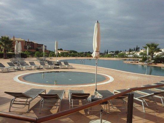 Monte Santo Resort: v Vista da piscina.