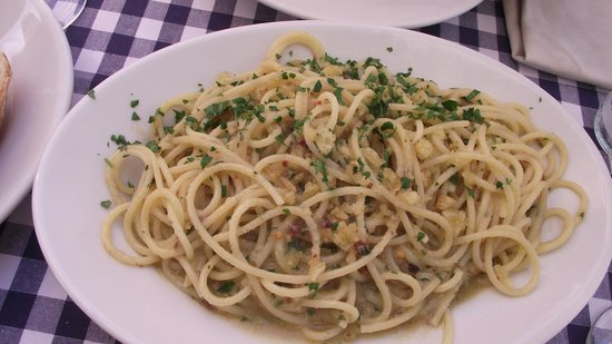 Ristorante Roma Sparita: pasta with anchovies, garlic, and hot pepper