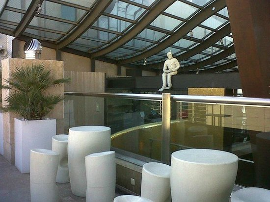 Hotel Urban: Terraza.