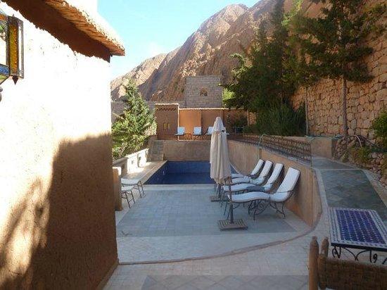 Chez Pierre: Terrassenlandschaft und Pool